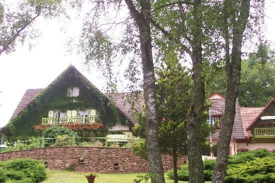 Hostellerie La Cheneaudiere - Relais & Chateaux: une petite partie de la façae