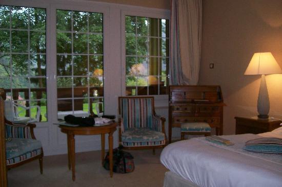 Hostellerie La Cheneaudiere - Relais & Chateaux: vue sur la terrasse