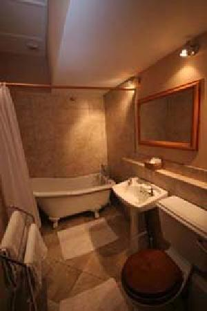 Cleeve House Bed & Breakfast: Room 7 bathroom