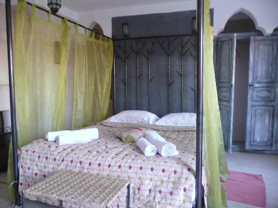 Riad Alamir: terrace bedroom