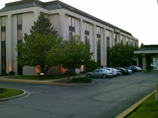 AmericInn Hotel & Suites Schaumburg: Hotel building