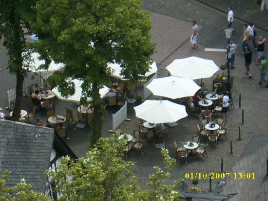 Ristorante Bellavista: Marktplatz von oben; die Tische links gehören zum Bellavista