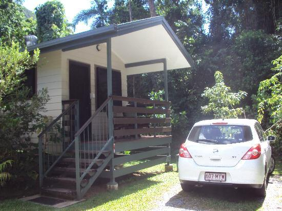 Thornton Beach Bungalows: Our bungalow and parking space.