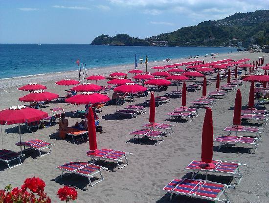 Lido Copacabana: Sdraio e ombrelloni in spiaggia