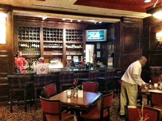 Residence Inn DFW Airport North/Grapevine: The Library bar and grill