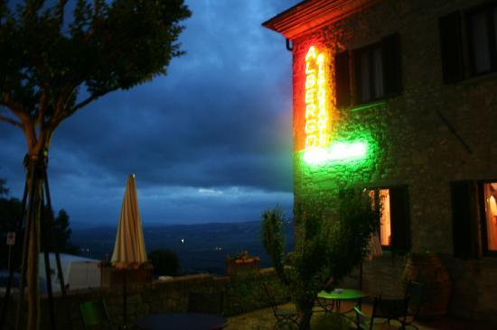 Hotel Villa Nencini: Vista notturna