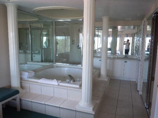 Westgate Town Center Resort & Spa: Nice master bathroom