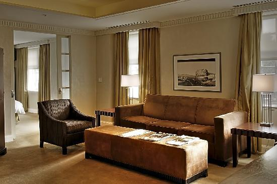 Windsor Arms Hotel: Corner Suite