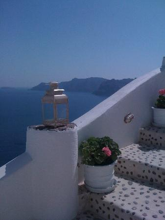 Filotera Suites: Steps leading to our cave suite at Filotera Villas, Oia