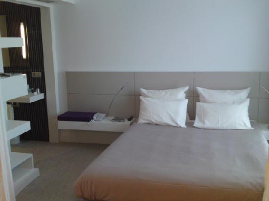 Novotel Suites Malaga Centro : Bed