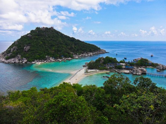In Sea Speedboat: Koh Nang Yuan from the view point on our snorkeling tour