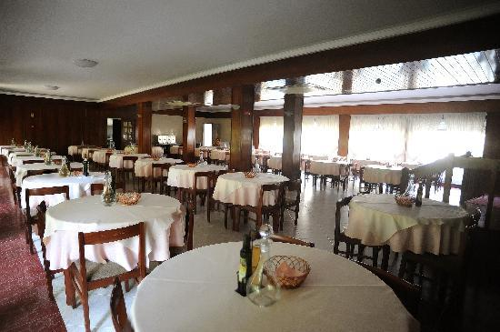 Hotel Colmeia: Dining Room