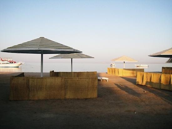 Menaville Resort: Beach