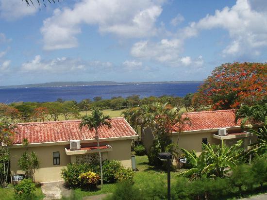 Coral Ocean Golf Resort : プールからの眺め