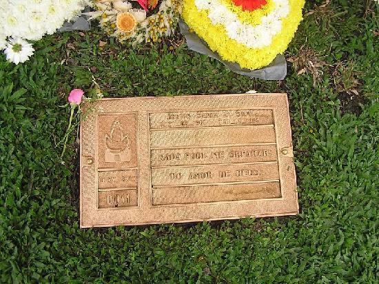 Senna's Grave Morumbi Cemetery: ELE MESMO NÃO ESTA ALI, MAS VALE A PENA IR