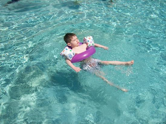 Westgate Vacation Villas Resort & Spa: Chilling at 1 of the many sparkling pools