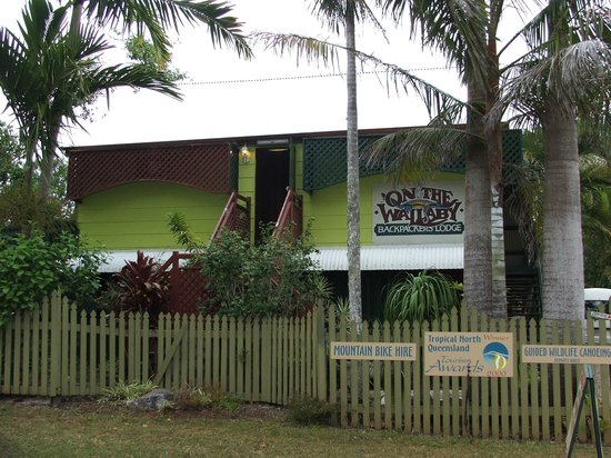 On the Wallaby Lodge: Front of the hostel