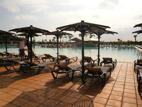 Hotel Riu Tikida Palmeraie: La pisine le matin (vers 8h30)