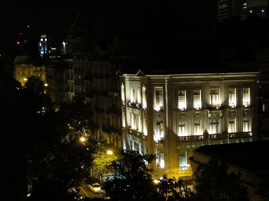 Milhouse Hostel Avenue : View from our balcony at night