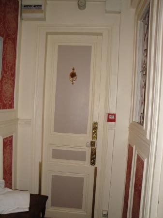 Hotel Residence Chalgrin: puerta habitacion
