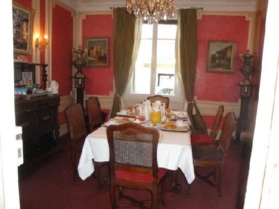 Hotel Residence Chalgrin: mesa desayuno