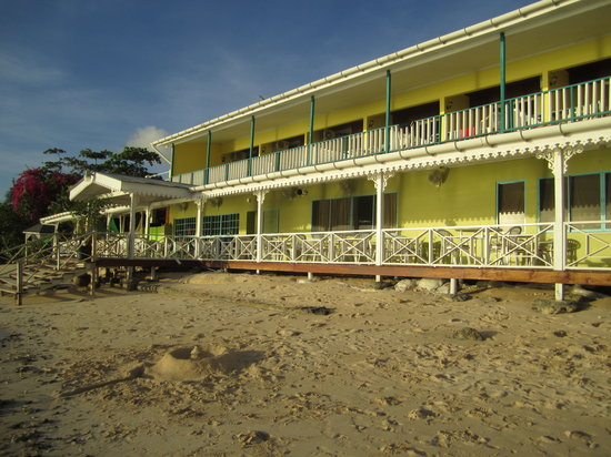 Conrado Beach Resort: Conrado from the beach side