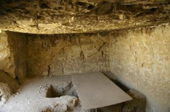 The state of one of the other tombs
