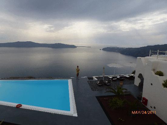 أناستاسيس آبارتمنتس: The pool in evening