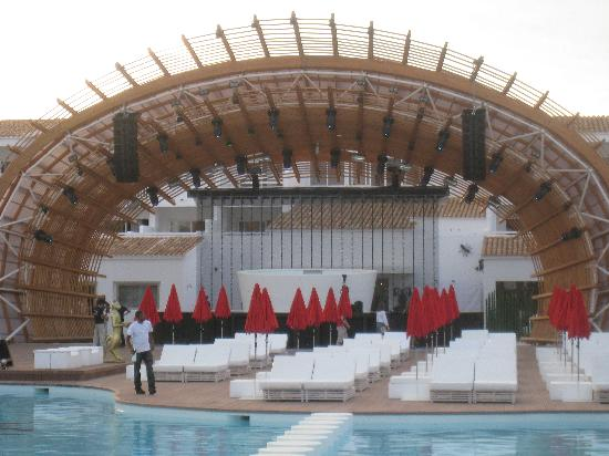 Ushuaia Ibiza Beach Hotel: Great stage but no entertainment for us!