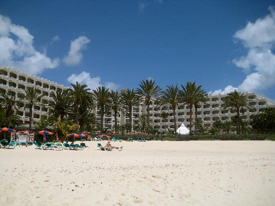 Hotel Riu Palace Tres Islas: The hotel from the beach