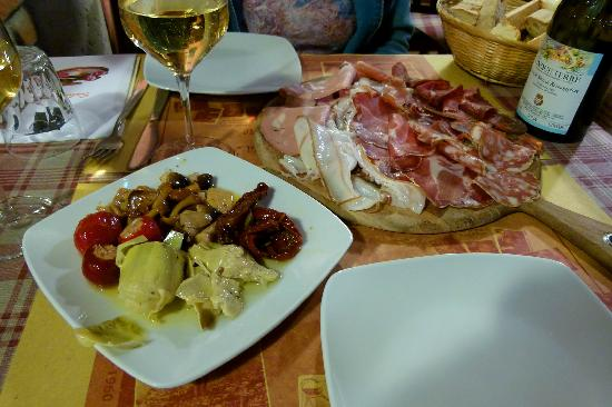 Basso Stefania Apartments: Appetizer at Il Pirun (a couple of doors away from the apartment)