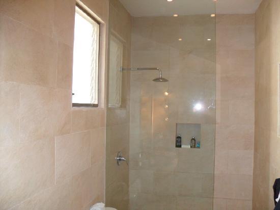 Hotel Jashita: baño