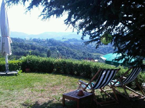 Jaglhof: Die Ruhezone auf der Terrasse mit Ausblick