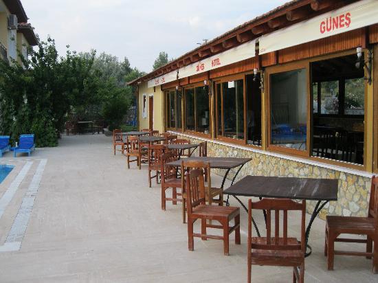 Gunes Hotel & Apartments: al fresco