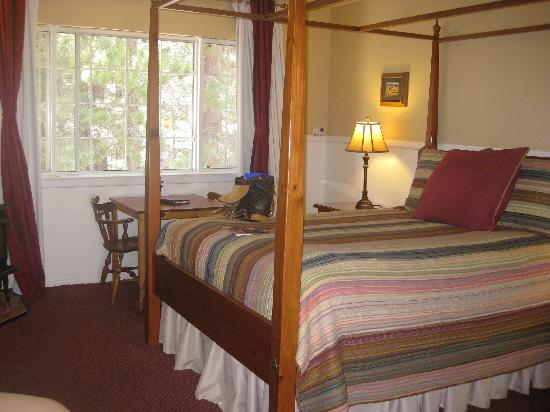 Cinnamon Bear Inn: Warm and cozy setting