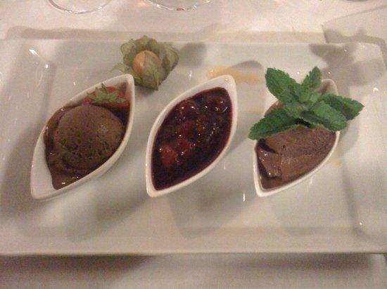 Restaurant Sigmund Ristorante: Gelato al cioccolato e zenzero con composta di amarene