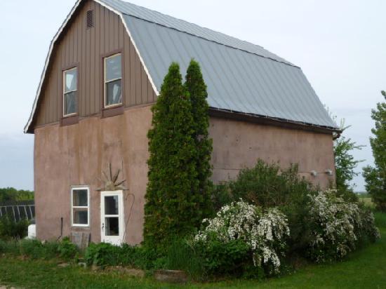Inn Serendipity Farm and B&B: Straw bale greenhouse