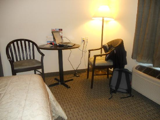Super 8 St Jerome: The only work area in my room.