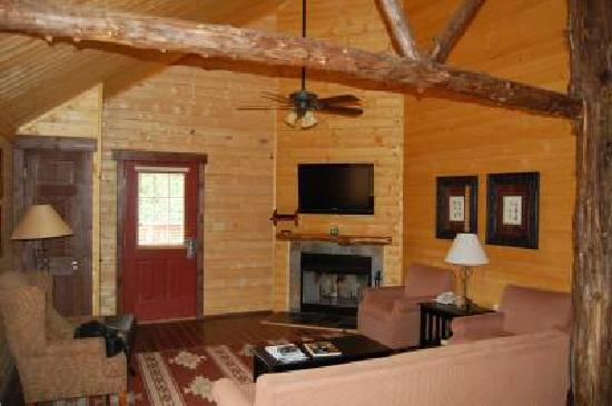 Gordonsville, VA: Living room & Kitchen 3 bd cabin