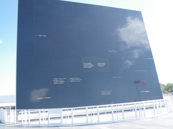 Kennedy Space Center Visitor Complex : Memorial Wall