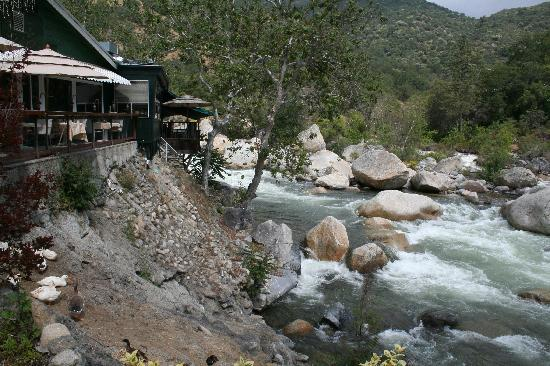 ‪‪Sequoia Village Inn‬: View of Restaurant Area and river‬