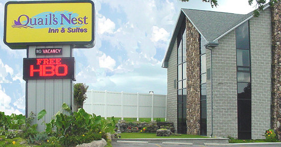 Quail's Nest Inn & Suites: 100 Building & Sign