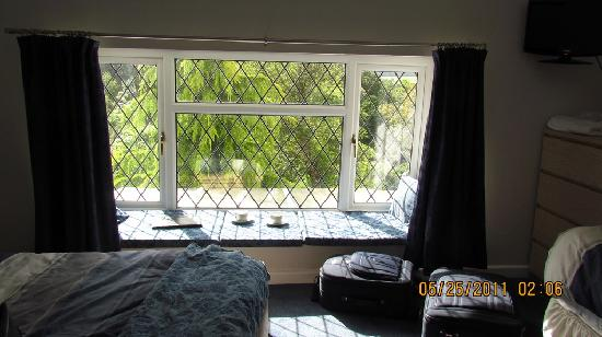 Cwmbach Cottages Guest House: Window Seat in room