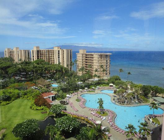 Ka'anapali Beach Club : View of pool & Pacific from 9th floor