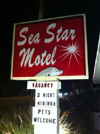 ‪‪Sea Star Motel & Apts.‬: Super cute retro sign‬