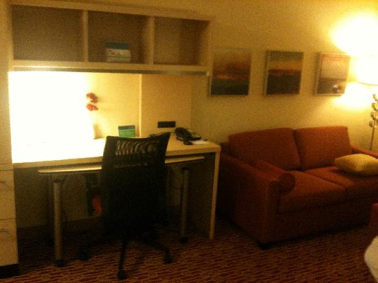 TownePlace Suites Charlotte Mooresville: Desk/Sofa Area