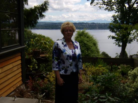 Silver Cloud Inn - University: Lake Washington in the background