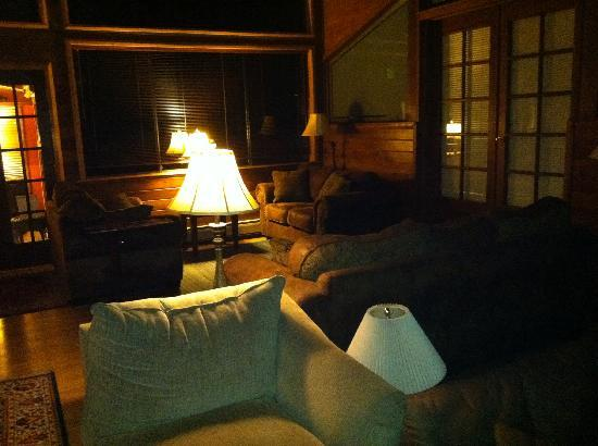 Anderson Creek Lodge: beautiful living area