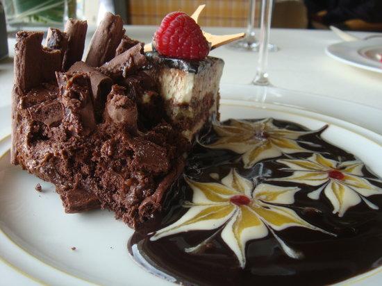 Le Normandie Restaurant at Mandarin Oriental, Bangkok: Dessert option,so gorgeous