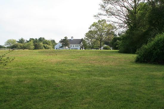 Historic Jacob Hill Inn : From across the field